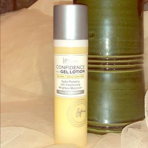 It! Cosmetics Confidence In a Gel lotion